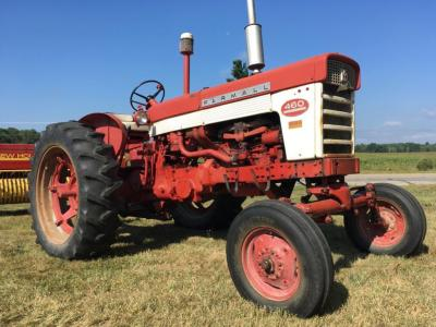 1962 Farmall 460 Wide front, Gas, S/N - 30850