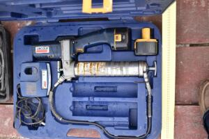 Lincoln Electric Grease Gun with Battery and Charger