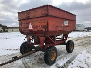 Unverferth McCurdy 230 Gravity Wagon with Auger