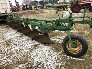 John Deere 6 bottom plow, colters come on pallet