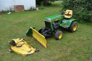 John Deere 317 mower with blade