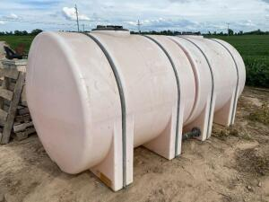 2-- 925 Gallon Poly Water Tanks