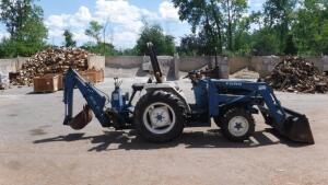 FORD 1720 LOADER BACKHOE TRACTOR WITH CAB