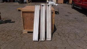 LOT OF (3) 4' FLOURESCENT LIGHTS