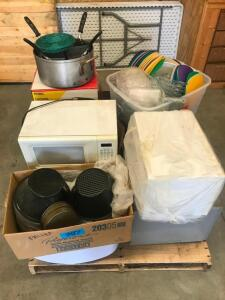 Pallet of Microwaves, Roasting Pot, Kitchenware