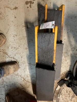 2 Chainsaw holders