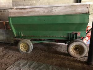 Grain wagon with hoist and tailgate