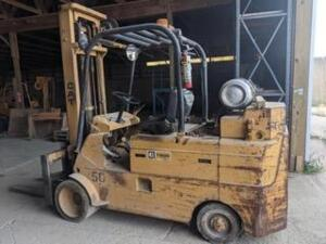 CAT fork truck- Click and scroll down to view a video of this lot