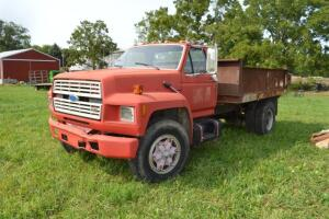 1988 Ford F800 Truck,