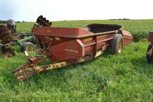 New Holland 520 single axle manure spreader