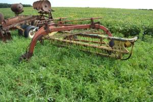 New Holland 5 bar hay rake