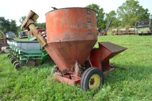 New Holland 1589 grinder mixer
