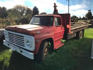 1968 Ford 600 Flatbed Truck with Hoist