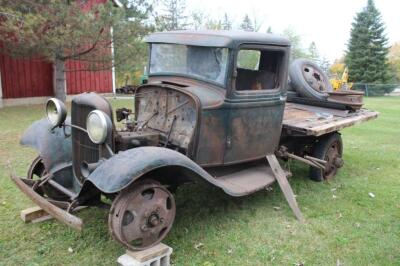 1932 or 1933 Model BB Ford with hand crank dump bed
