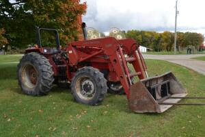 Case IH 4230 tractor MFWD with 2255 loader