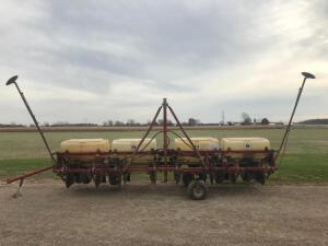 IH 58 8 Row Planter with Markers