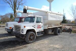 1987 International 1954 Feed Truck