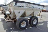 Willmar tandem axle fertilizer spreader - 3