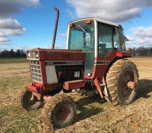 IH 1086 Tractor