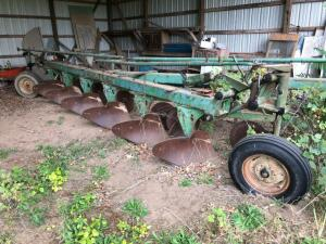 John Deere F2350-2450 6 bottom plow
