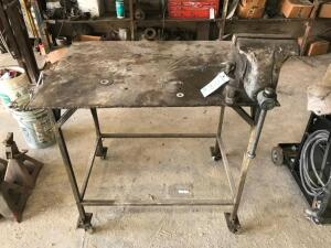 Portable Metal Work Bench with Vise