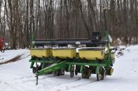 John Deere 7200 6 row corn planter