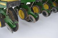 John Deere 7200 6 row corn planter - 7