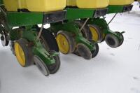 John Deere 7200 6 row corn planter - 8