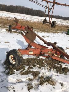 Unverferth Header Cart - set up for lot 124 stalk chopper