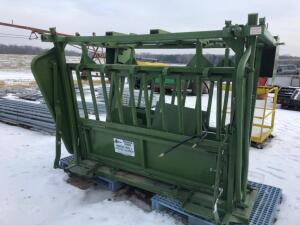 Powder River Hydraulic Squeeze Chute