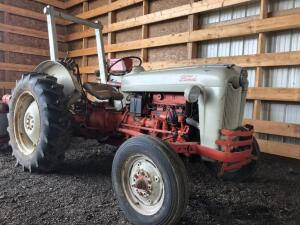 Ford 600 Tractor, Single hydraulic outlet, PTO, 3 point, ROPS