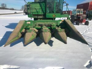 "John Deere 443 4-30"" Row Corn Head"