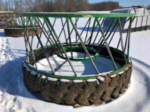 Legacy Bull/Cow Round bale feeder