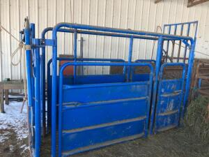 Frey Brothers Cattle Chute, with Manual catch gate