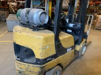 Yale propane fork truck showing 10283 hours - 7