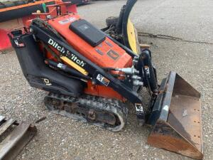 Ditch Witch loader with kohler gas motor unknown hours