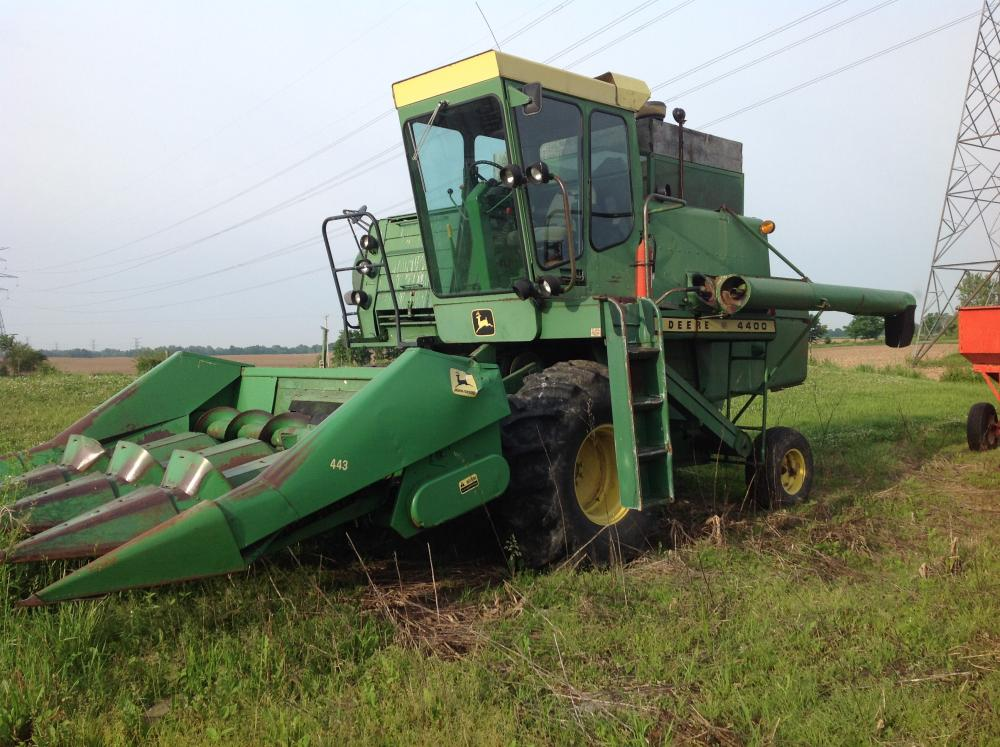 john deere 4400 combine with 443 corn head 3600 hrs straw chopper rh bid sheridanauctionservice com John Deere Model 216 John Deere 216 ManualDownload