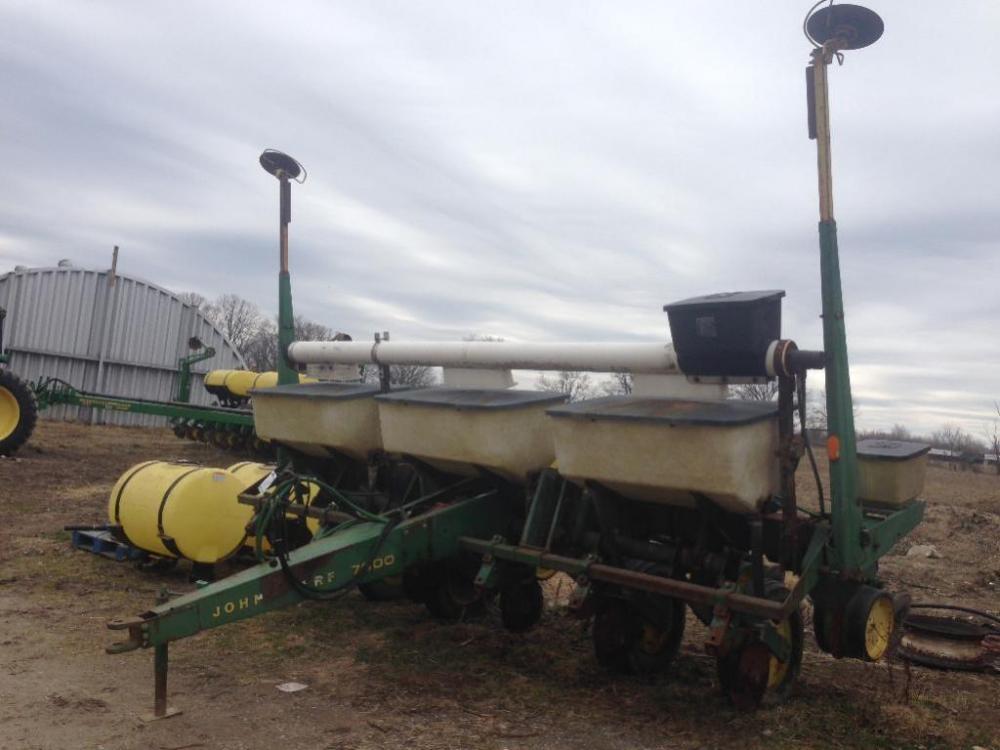 John Deere 7000 6 Row Corn Planter
