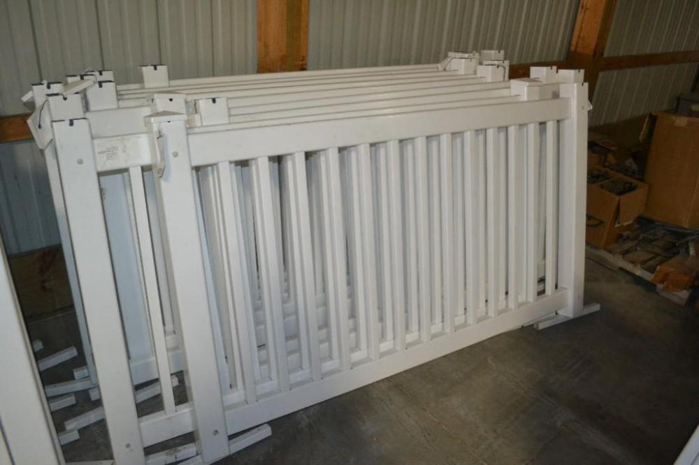 10) 6ft sections of Signature white poly fence, with top