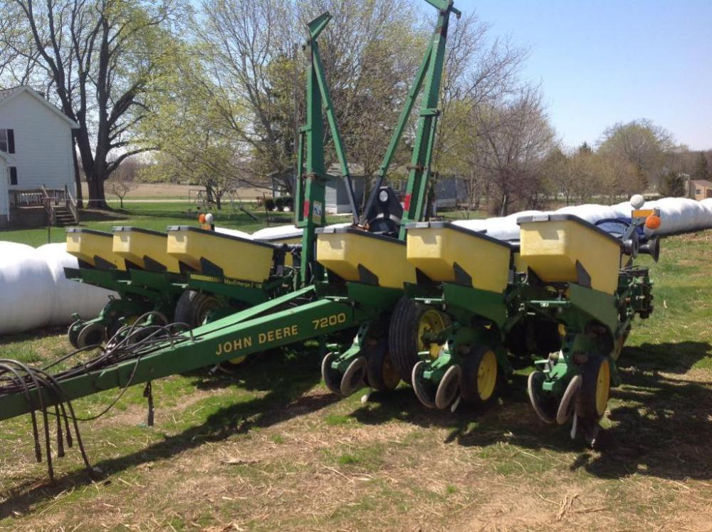 John Deere 7200 Max Emerge 2 12 Row Corn Planter