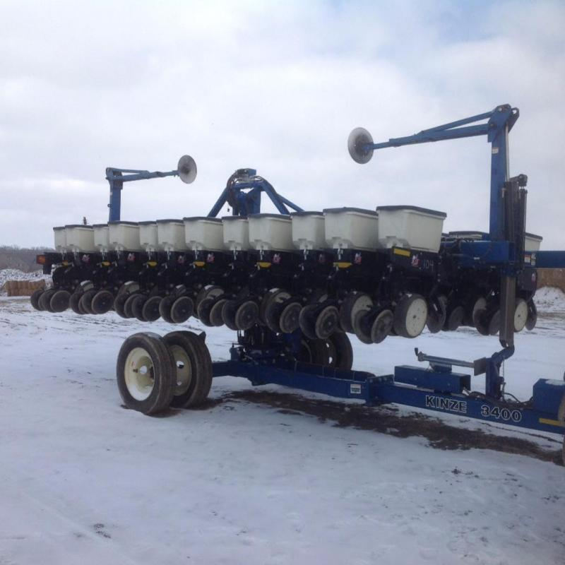 Kinze 3400 12 23 Row No Till Planter