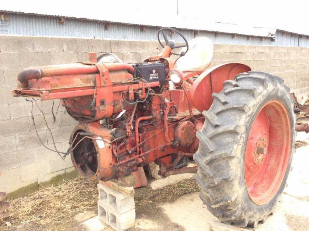 Farmall 560 sel Parts Tractor on