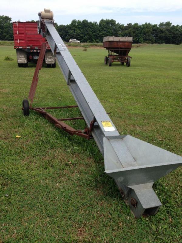 Cardinal BC5 Grain Conveyor with transport