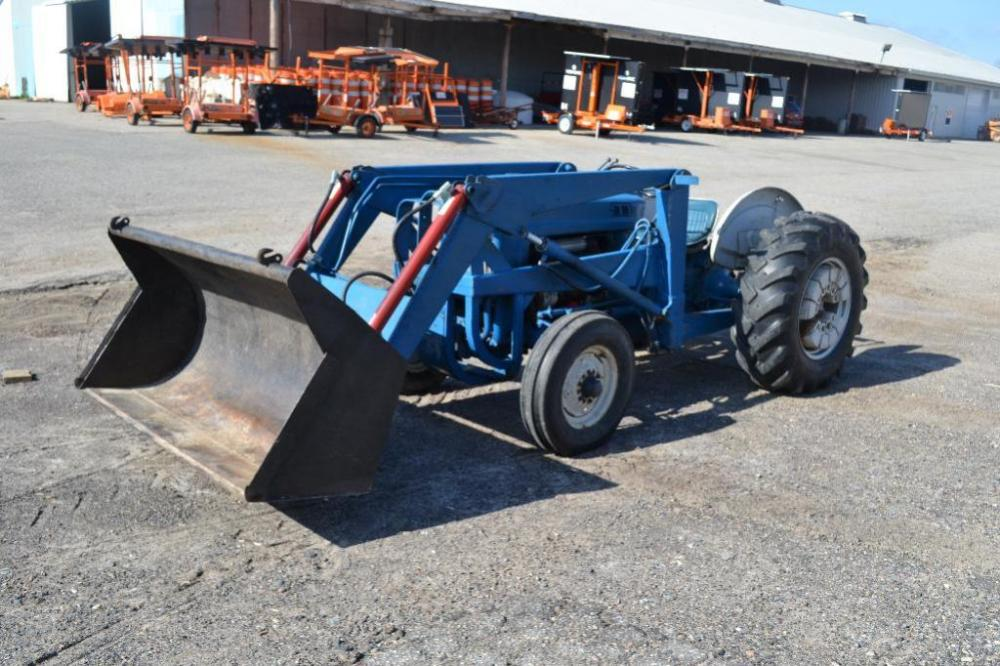 Ford 2000 loader tractor gas