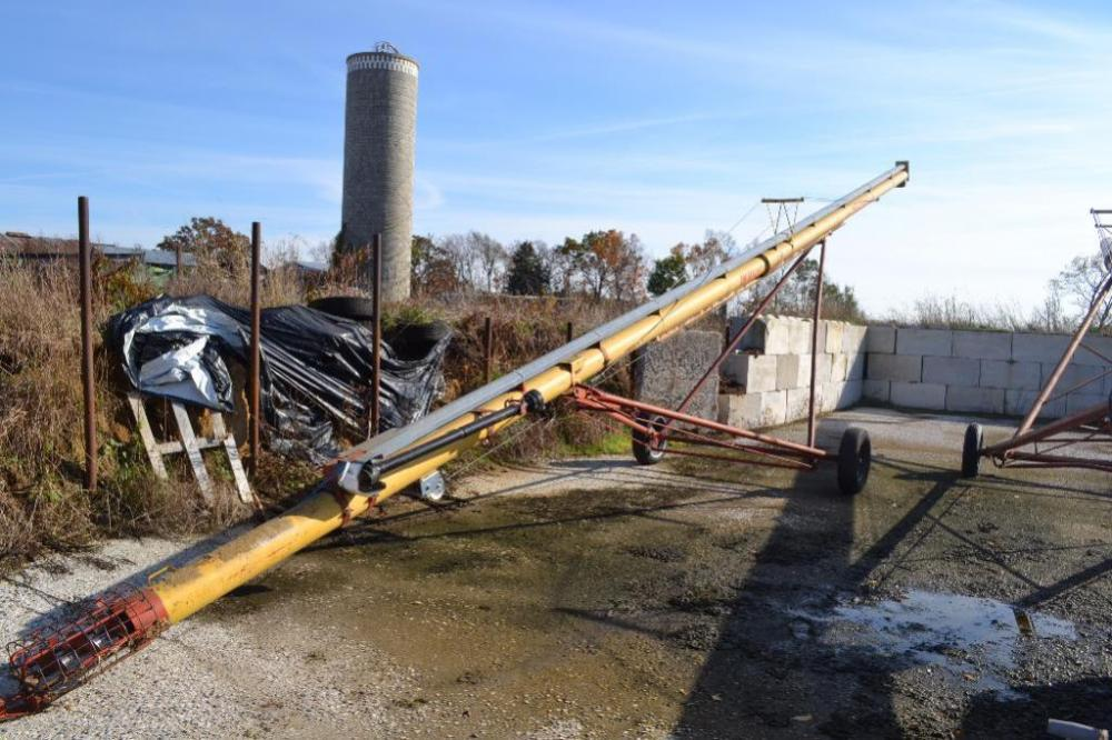 Westfield WR 80-51 grain auger with transport