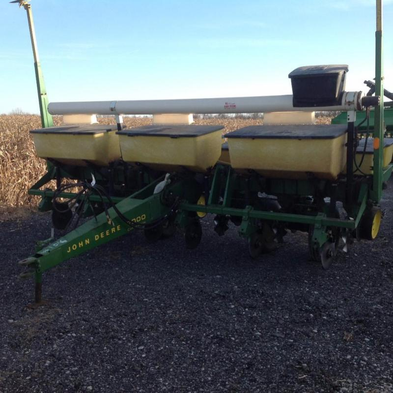 John Deere 7000 Conservation Corn Planter W Overhead Auger 6 Row