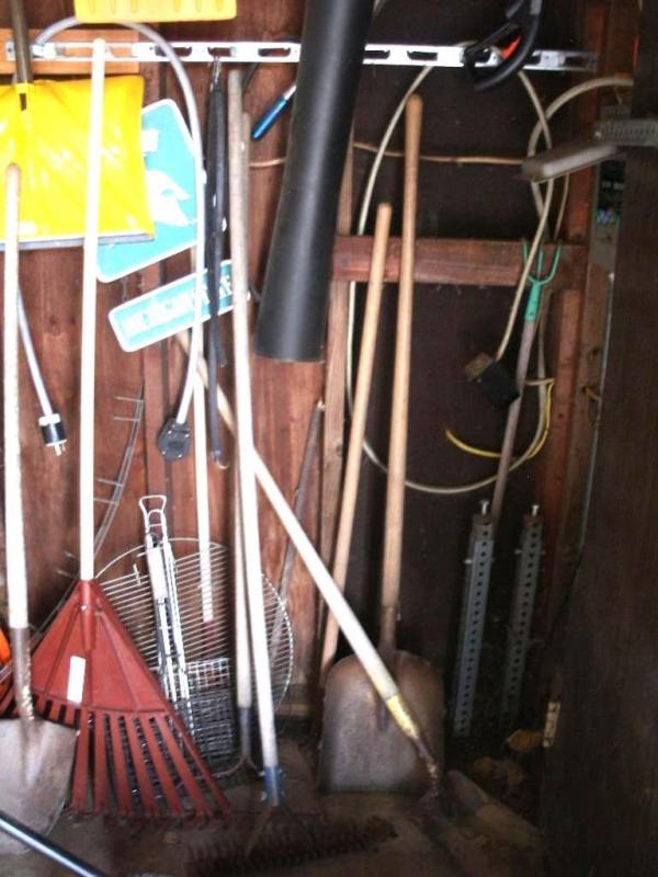 Lot 137 Of 150 Small Vac Shovels Rakes Hanging Yard Tools