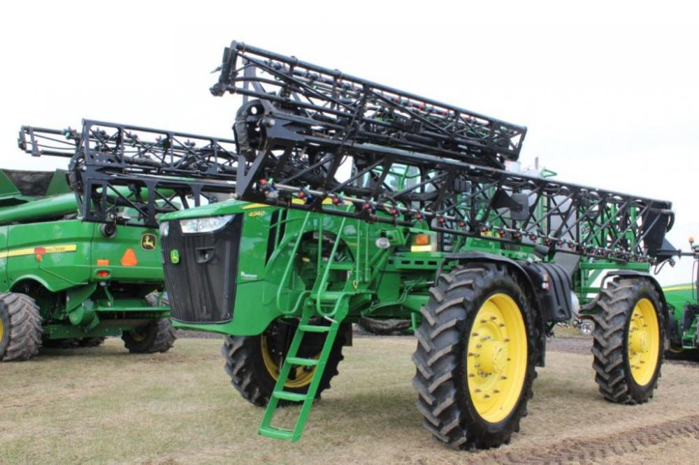 John Deere 4940 Sprayer with 120ft booms 2014- Click and scroll down